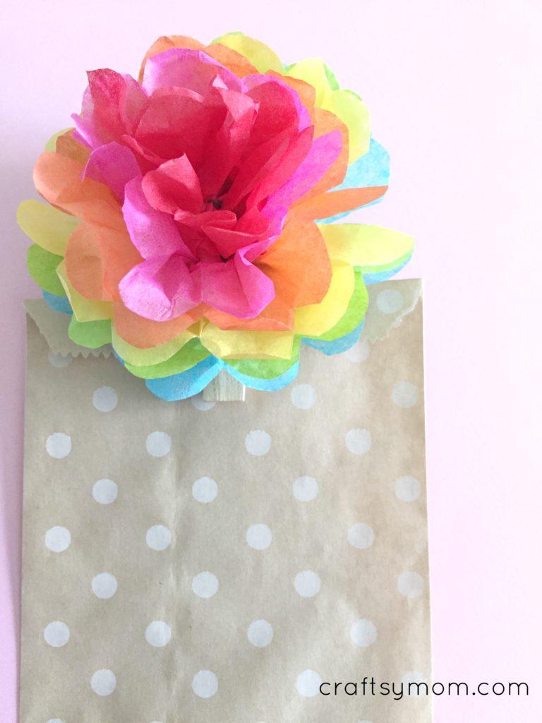 DIY Rainbow Pom Pom Clothespin Clip